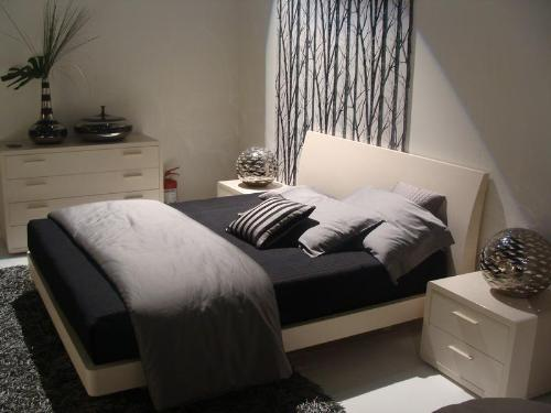 30 small bedroom interior designs created to enlargen your for Room design ideas for small bedroom