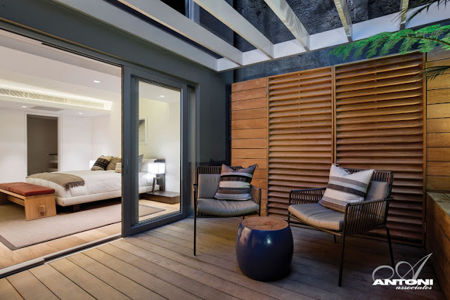 Clifton View Mansion By Antoni Associates Overlooking Cape Town – South Africa: Contemporary Display of Luxurious Interior Design bedroom deck wood