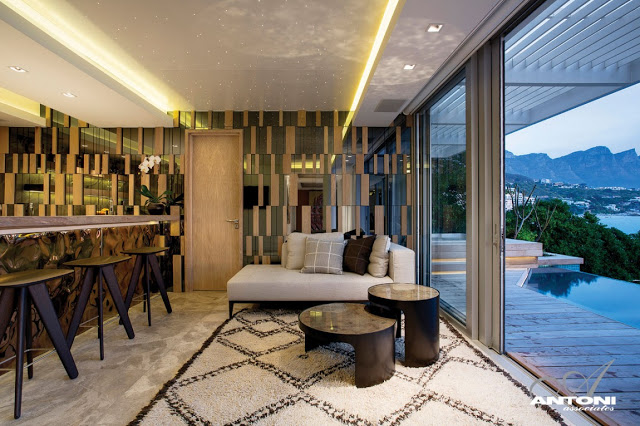 Clifton View Mansion By Antoni Associates Overlooking Cape Town – South Africa: Contemporary Display of Luxurious Interior Design sitting area