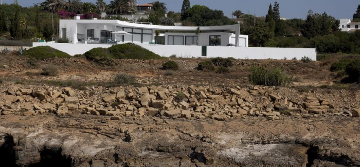 Colunata House by Mario Martins in Lagos, Algarve, Portugal, Great Example of a Modern Mansion (1)