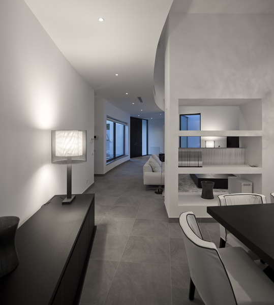 black and white living room Colunata House by Mario Martins in Lagos, Algarve, Portugal, Great Example of a Modern Mansion (4)