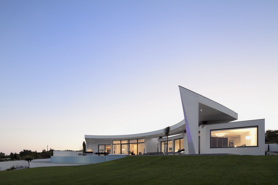 Modern Cliff View Mansion Colunata By Mario Martins In