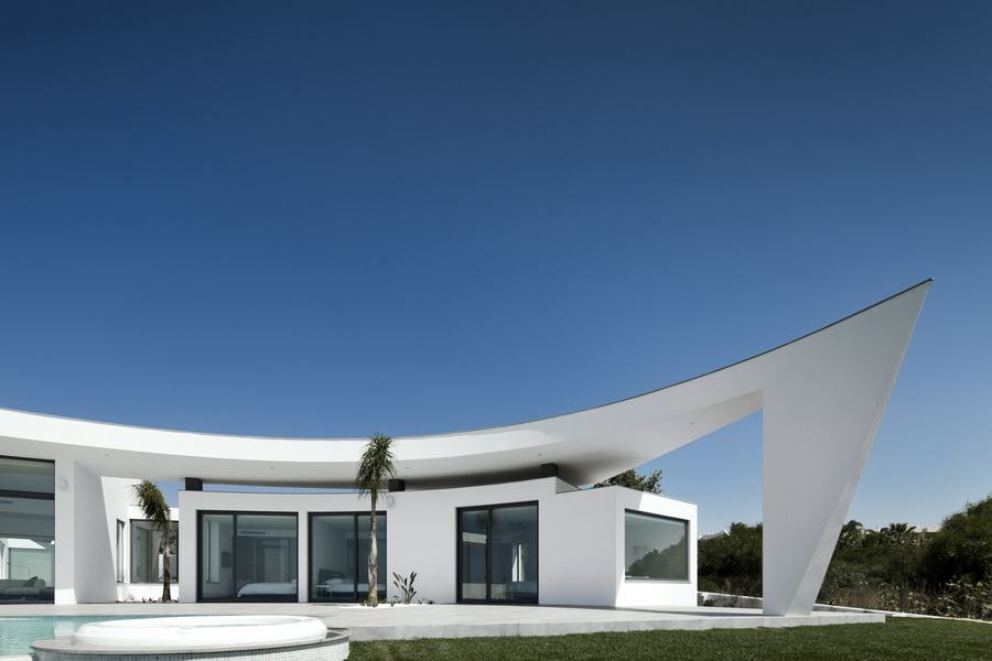 view from the swimming pool Colunata House by Mario Martins in Lagos, Algarve, Portugal, Great Example of a Modern Mansion (4)