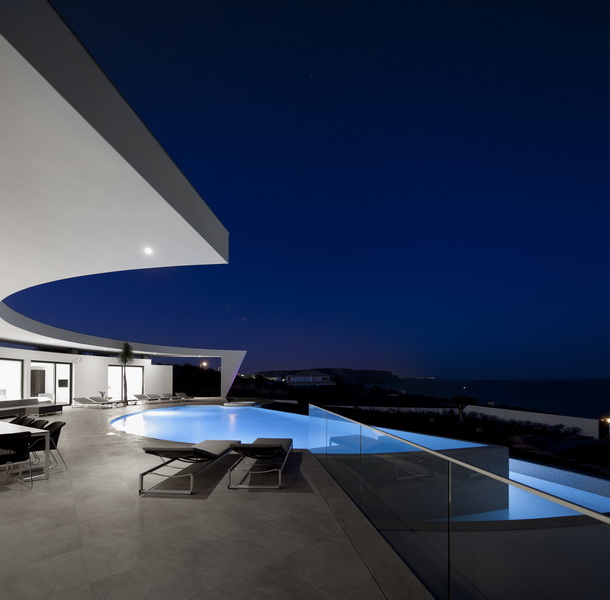 infinity pool and terrace at Colunata House by Mario Martins in Lagos, Algarve, Portugal, Great Example of a Modern Mansion (4)
