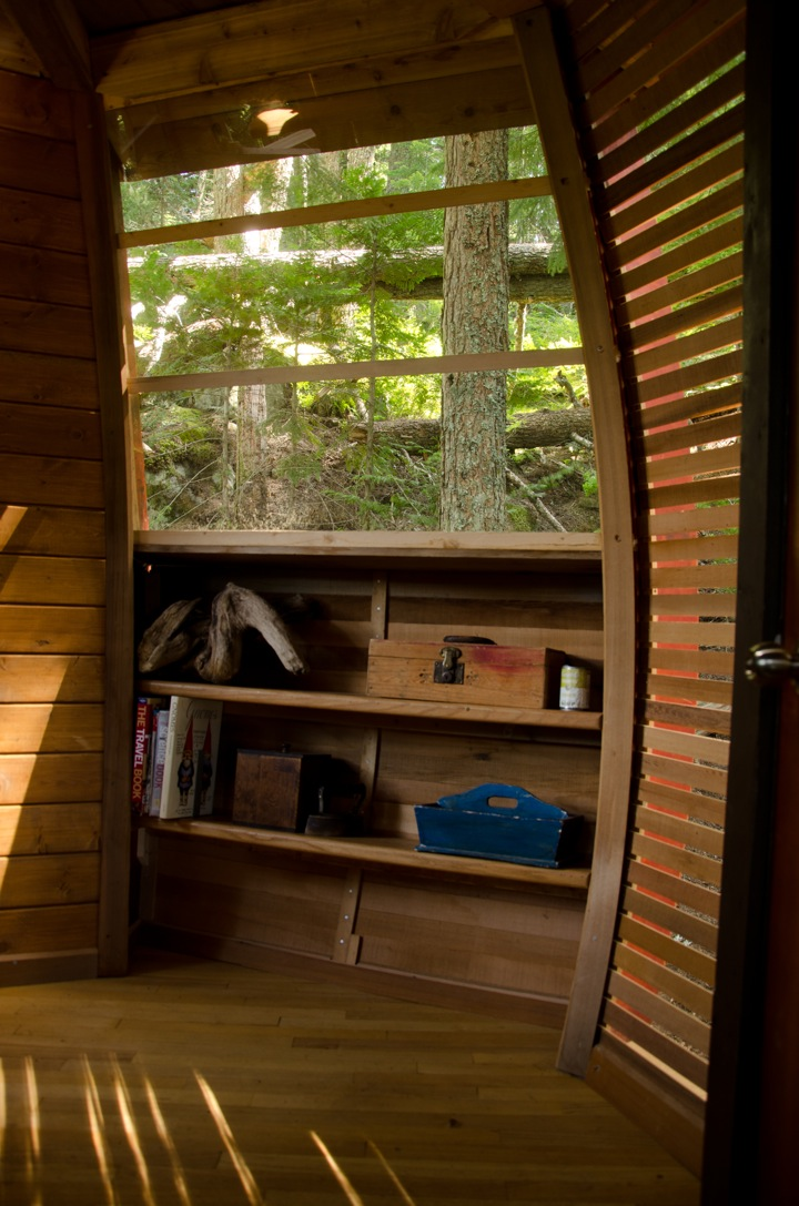 storage point in Experimental Living In The Forests of Canda-The HemLoft by Joel Allen alternative from modern mansions (1)