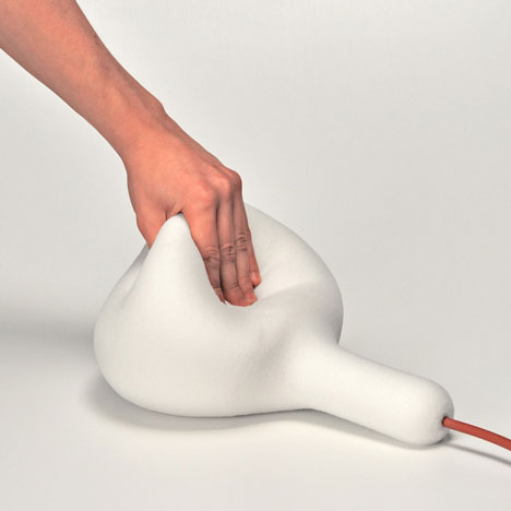 flexebility showcase of the Foam Squishy Soft Light designed by Simon Frambach-Homesthetics (1)