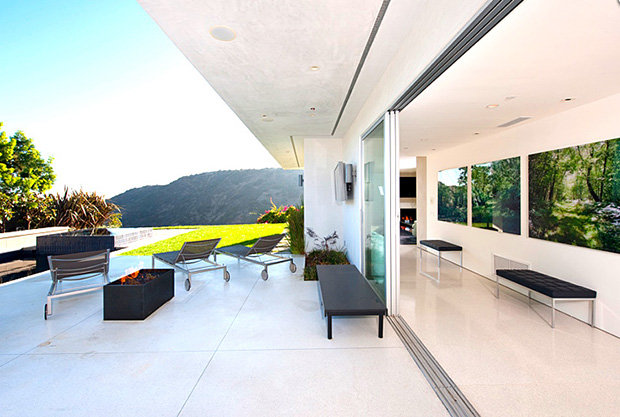 Homesthetics-Matthew Perry Bachelor Pad terrace view