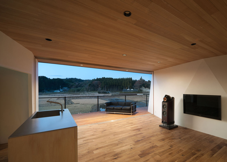black and white living room with wood panels above and below on Homesthetics_Kiritoshi-House-by-Sugawaradaisuke a house with amazing angles_15 (12)
