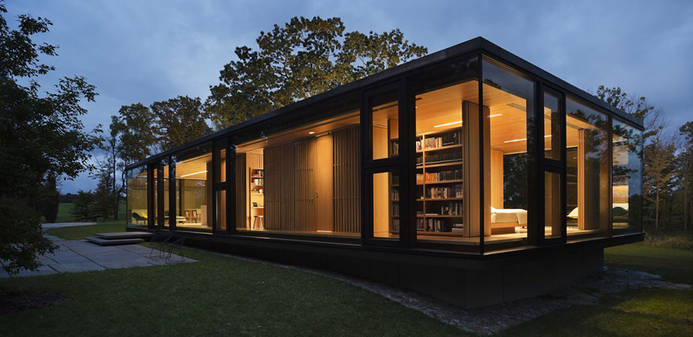 at night LM Guest House by Desai Chia Architecture in New York-Contemporary Farnsworth Copy (21) all lighted up