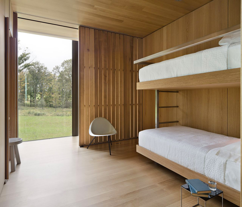 small bedroom design with two beds LM Guest House by Desai Chia Architecture in New York-Contemporary Farnsworth Copy (21)
