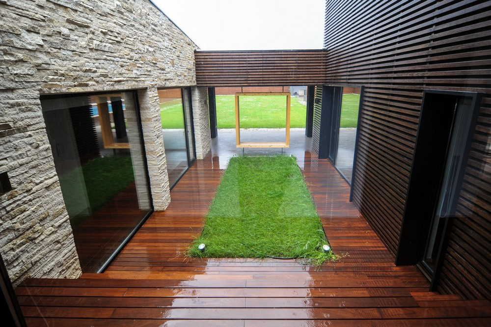 central U-Shaped Courtyard House-in-House
