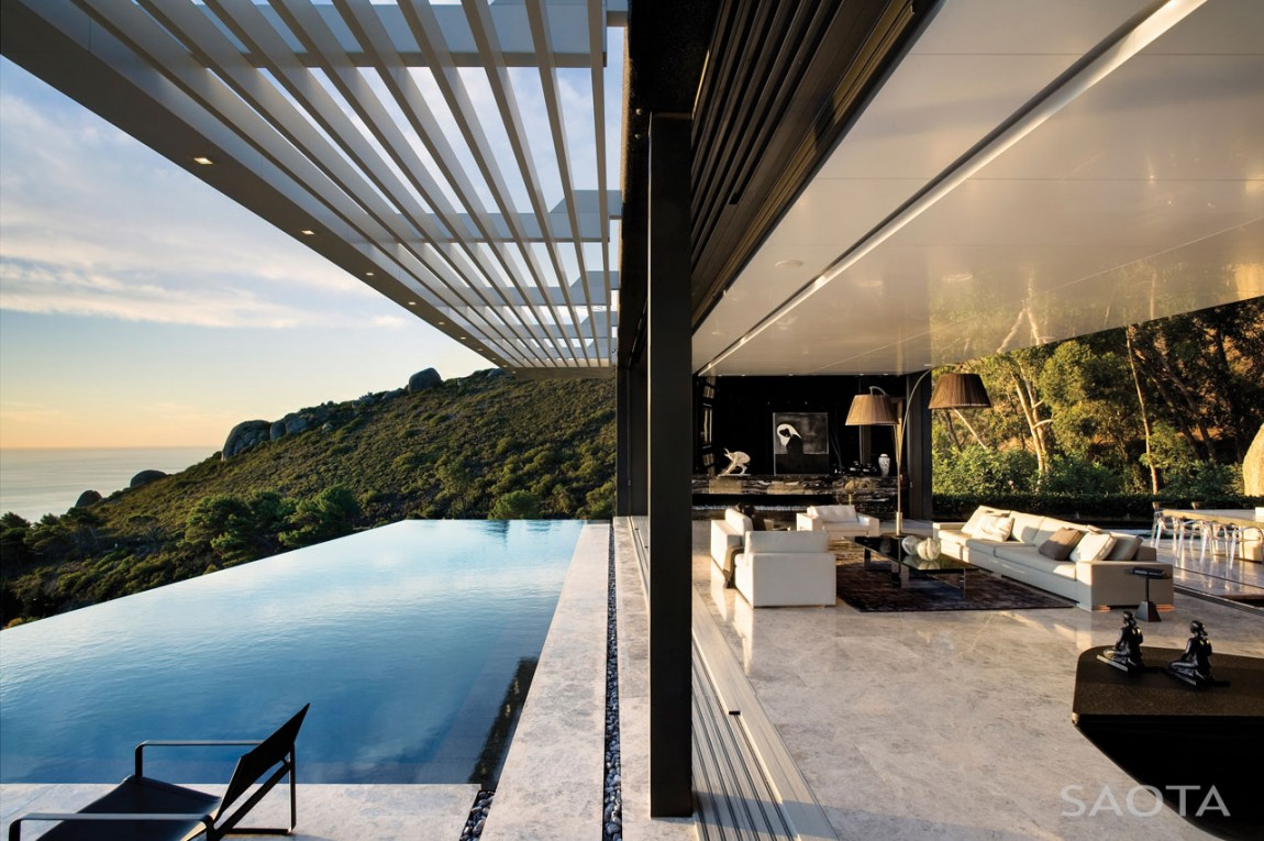 Nettleton 198 in Cape Town by SAOTA: Contemporary Modern Mansion infinity pool beauttiful view