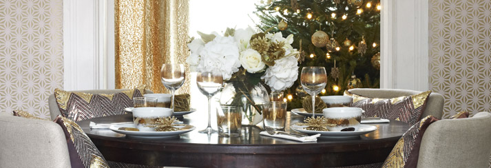 fascinating dinner table ready for Prepare Your Homes for a Memorable Experience-Festive Entertaining ideas on homesthetics ideal for modern mansions (1)