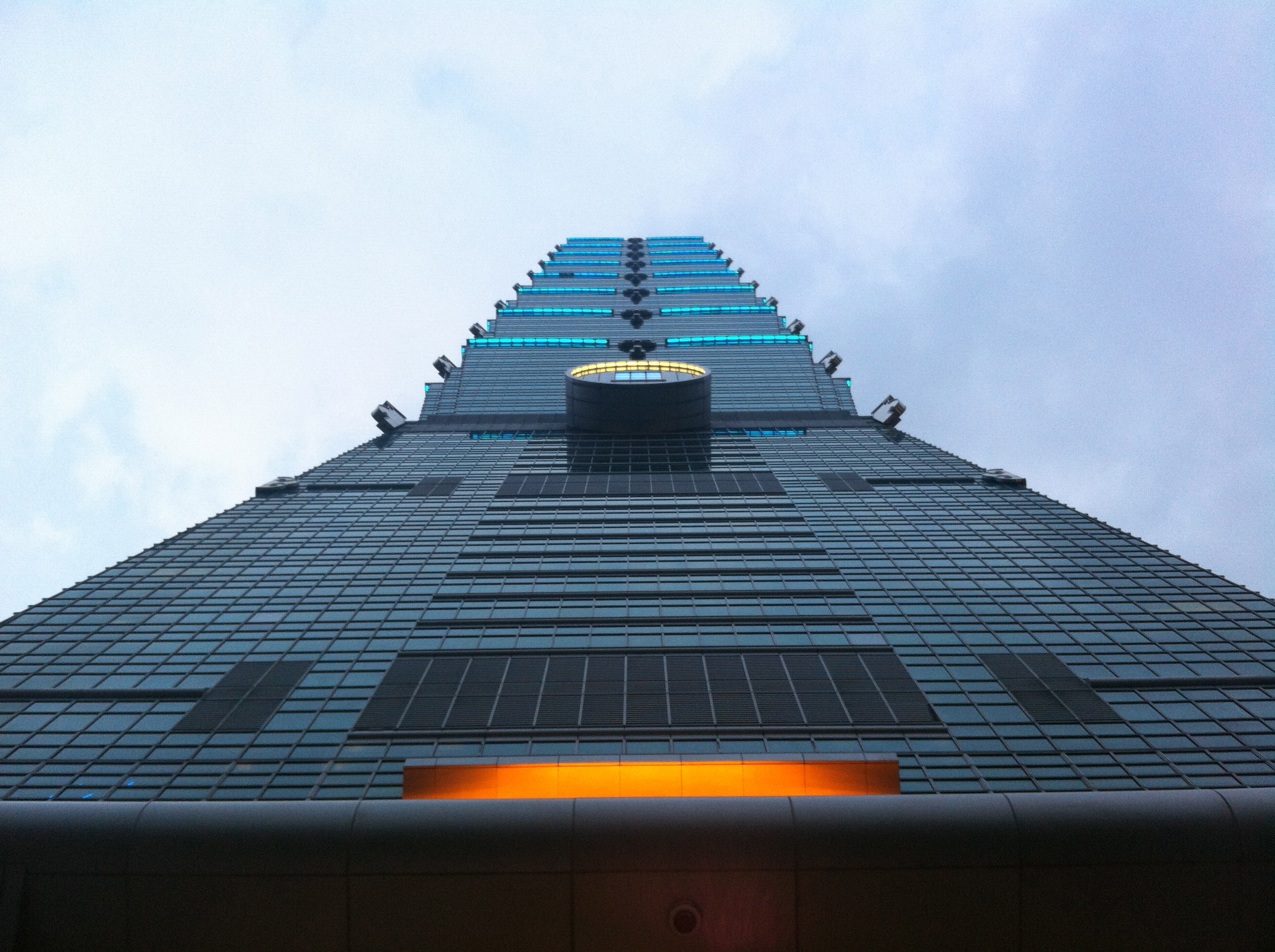 Taipei 101 Tower in Taiwan by C.Y. Lee & Partners Homesthetics (4)