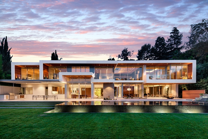 The Expression of a Modern Mansion by Hagy Belzberg Homesthetics front facade