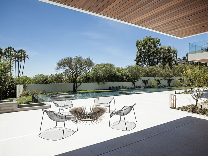 The Expression of a Modern Mansion by Hagy Belzberg Homesthetics beautiful terrace