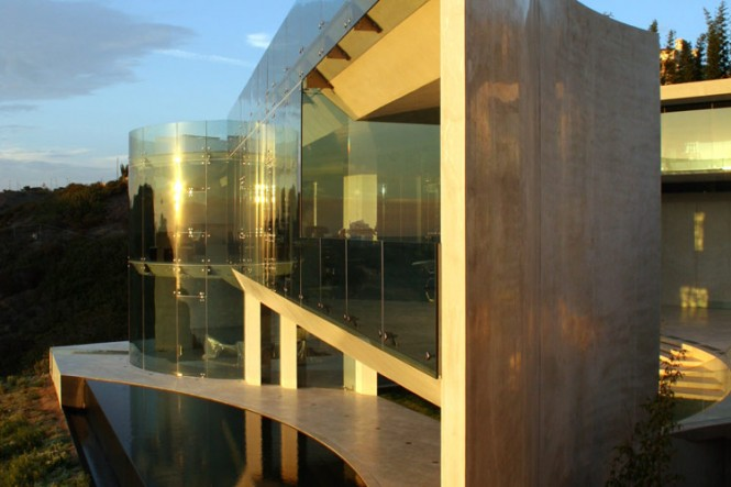 The Razor Residence by Wallace E. Cunningham: Display of Contemporary Interior Design in a Modern Mansion glass wall contemporary interior design beautiful scenery