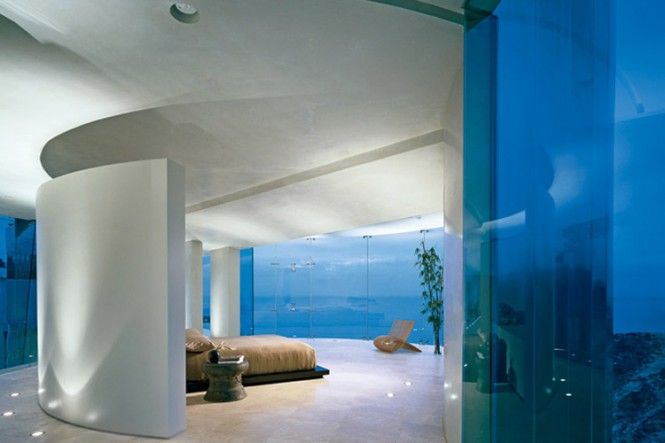 The Razor Residence by Wallace E. Cunningham: Display of Contemporary Interior Design in a Modern Mansion glass wall contemporary interior design