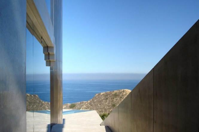 The Razor Residence by Wallace E. Cunningham: Display of Contemporary Interior Design in a Modern Mansion glass wall contemporary interior design view