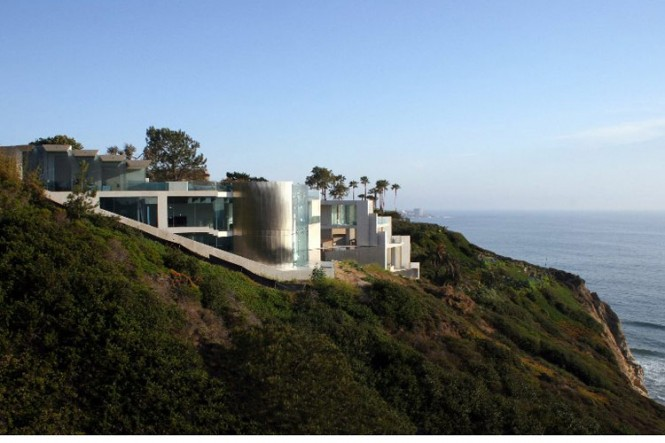 The Razor Residence by Wallace E. Cunningham: Display of Contemporary Interior Design in a Modern Mansion glass wall contemporary interior design cliff view