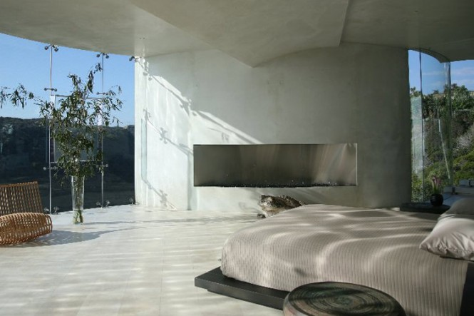 The Razor Residence by Wallace E. Cunningham: Display of Contemporary Interior Design in a Modern Mansion glass wall contemporary interior design modern bedroom