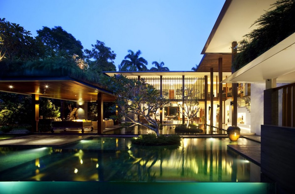The Sun House by Guz Architects: A Hevean of Green in Singapore Displayed in a Modern Mansion backyard landscaping ideas
