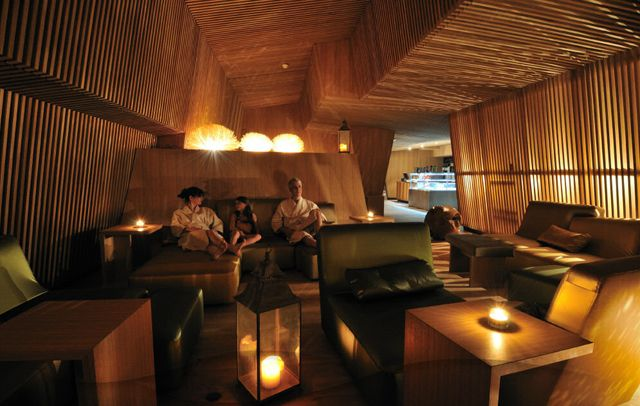 Thermalbad Zürich-Transforming a Brewery Into a Spa eating