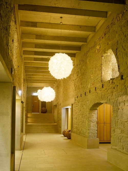 Thermalbad Zürich-Transforming a Brewery Into a Spa stone room