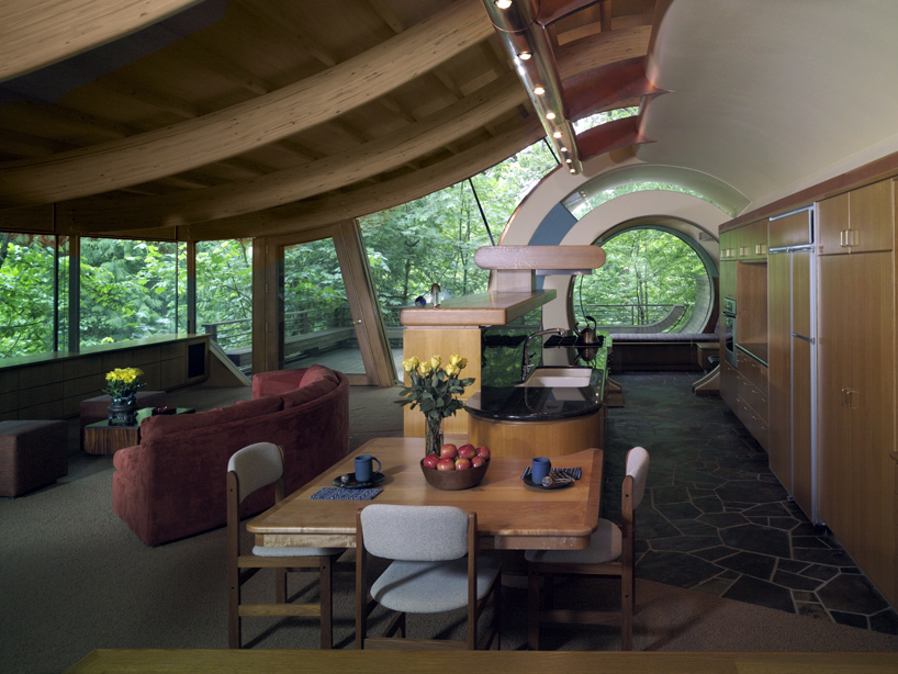 Wilkinson Residence in Oregon by Robert Oshatz luxurious modern mansion into the forest (12)