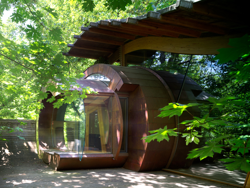 circular organic and fluid shapes in Wilkinson Residence in Oregon by Robert Oshatz luxurious modern mansion into the forest (1)