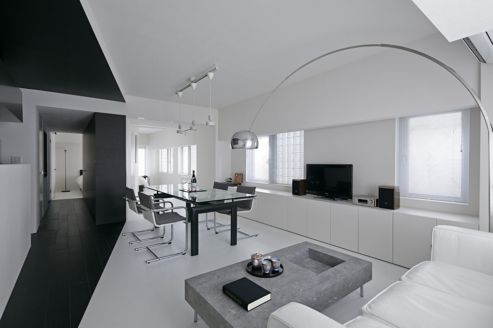black and white apartment design in tokyo contemporary interior design minimalsit space clean lines edgy contemporary design clena space glass table elegant finishes