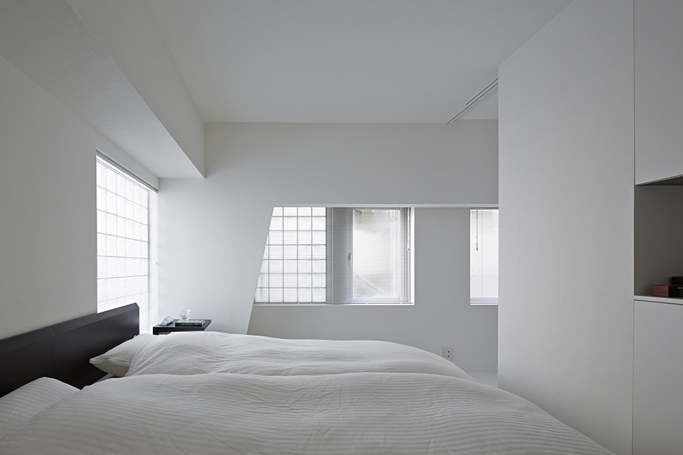 black and white apartment design in tokyo contemporary interior design minimalsit space clean lines edgy contemporary design clena space design  elegant finishes simple furniture simple bedroom