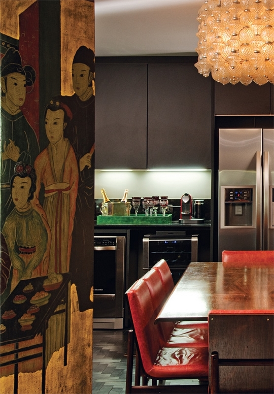chinese japanese motifs in colorful-unusual-apartment-in-a-mix-of-styles-5