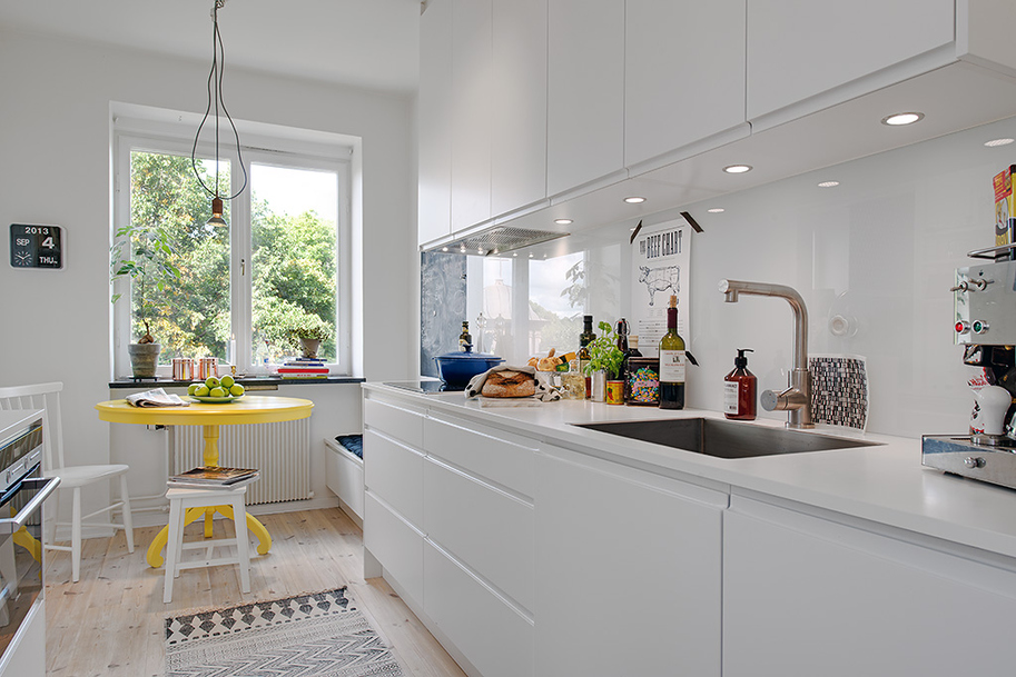 kitchen area in white contemporary interior sweedish design featureing scandinavian playful and cheerful assets homesthetics black and white design (1)