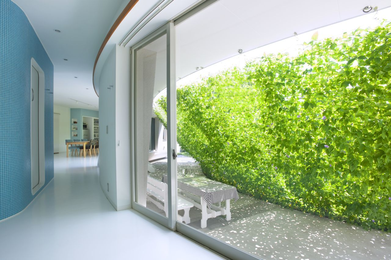green wall contemporary design Fluid Organic & Sustainable Assets Featured In a Japanese Home by Hideo Kumaki Architect Office