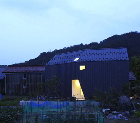 exterior view homeshetics louvre facade featured in Japanese Homes_House-M-by-AE5-partners-01 (1)