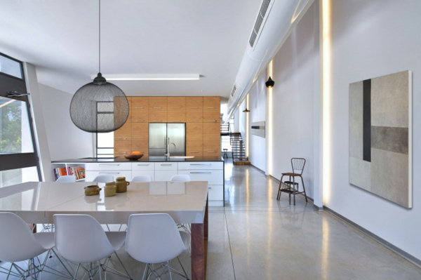 simple black and white living room homesthetics Asymmetrical Eco-Friendly Residence by Sharon Neuman Architects (15)