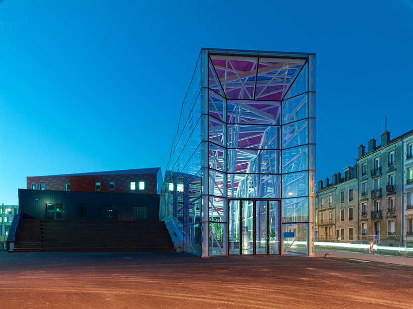 exterior view modern ARTEM Gallery and Cosmopolitan Promenade realized by ANMA homesthetics (1)