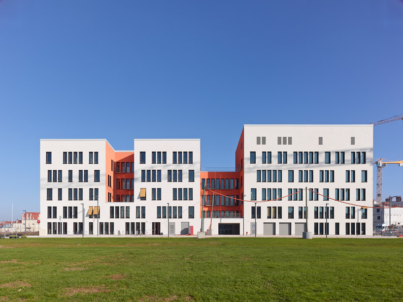 facade of modern ARTEM Gallery and Cosmopolitan Promenade realized by ANMA homesthetics (11)