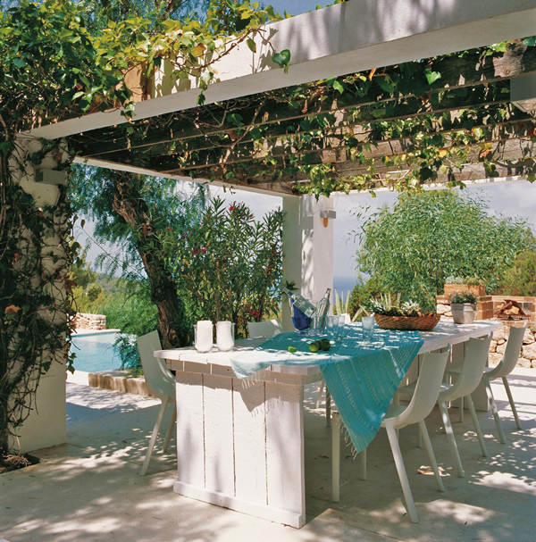 amazing dinning area covered by vegetation modern mansion luxurious-exclusive-residence-blanco-de-ibiza-2homesthetics (1)