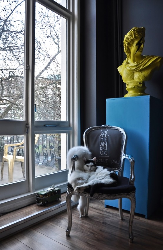 sitting knock for reading pop-art-and-art-deco-london-apartment-3-554x848