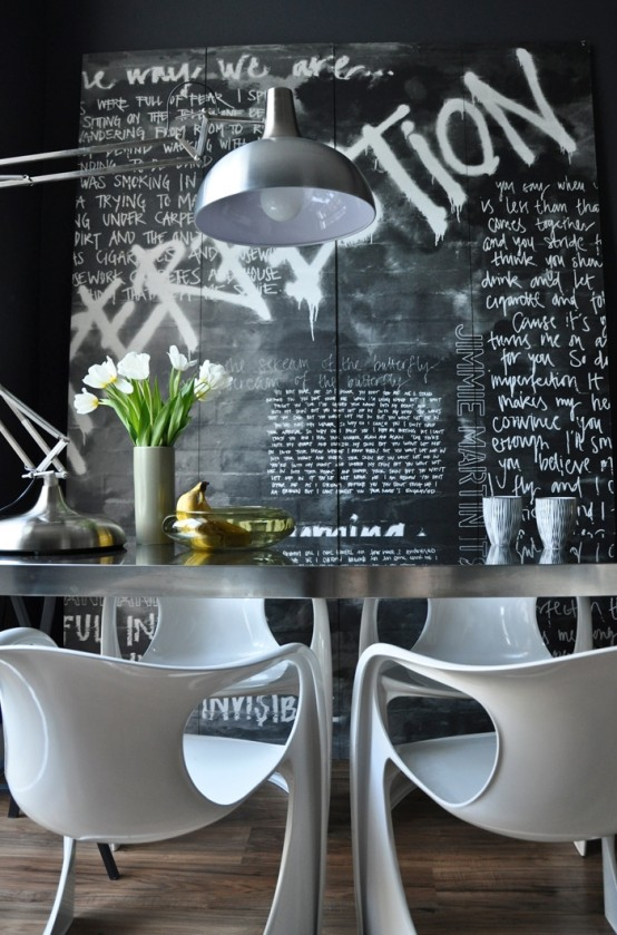 pop-art-and-art-deco-london-apartment-1-554x367 black board with a lot of art