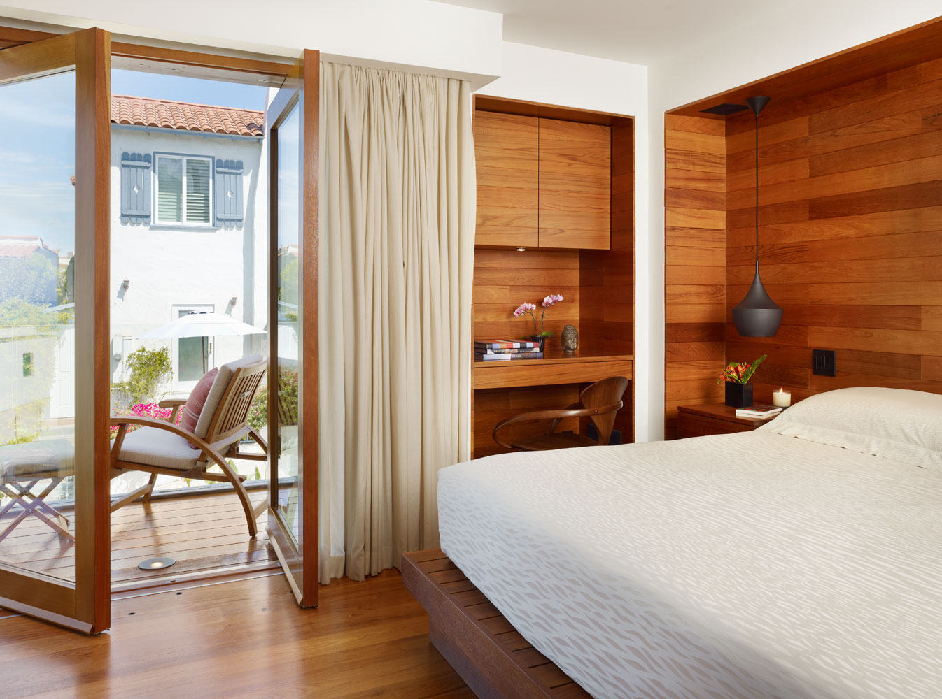 10 Tips on Small Bedroom Interior Design clean cozy atmosphere