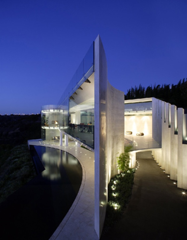 The Razor Residence by Wallace E. Cunningham: Display of Contemporary Interior Design in a Modern Mansion glass wall contemporary interior design luxurious