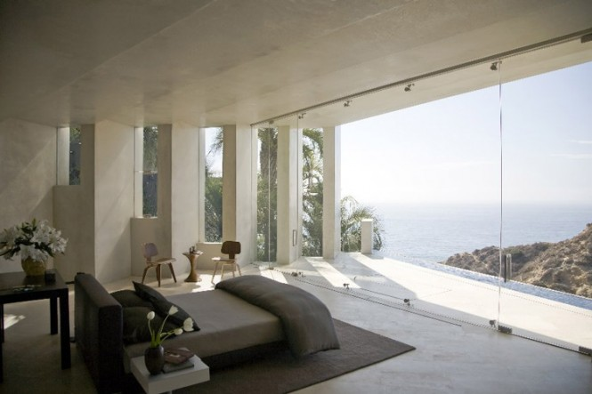 The Razor Residence by Wallace E. Cunningham: Display of Contemporary Interior Design in a Modern Mansion glass wall contemporary interior design modern