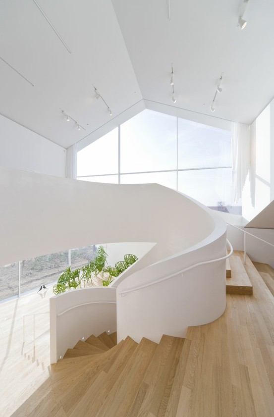 12 One of a Kind Round Staircase Designs For Your Modern Mansion simple