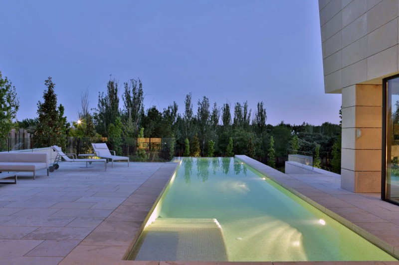 A Modern Mansion In Madrid The Memory House by A-Cero Architects (16)