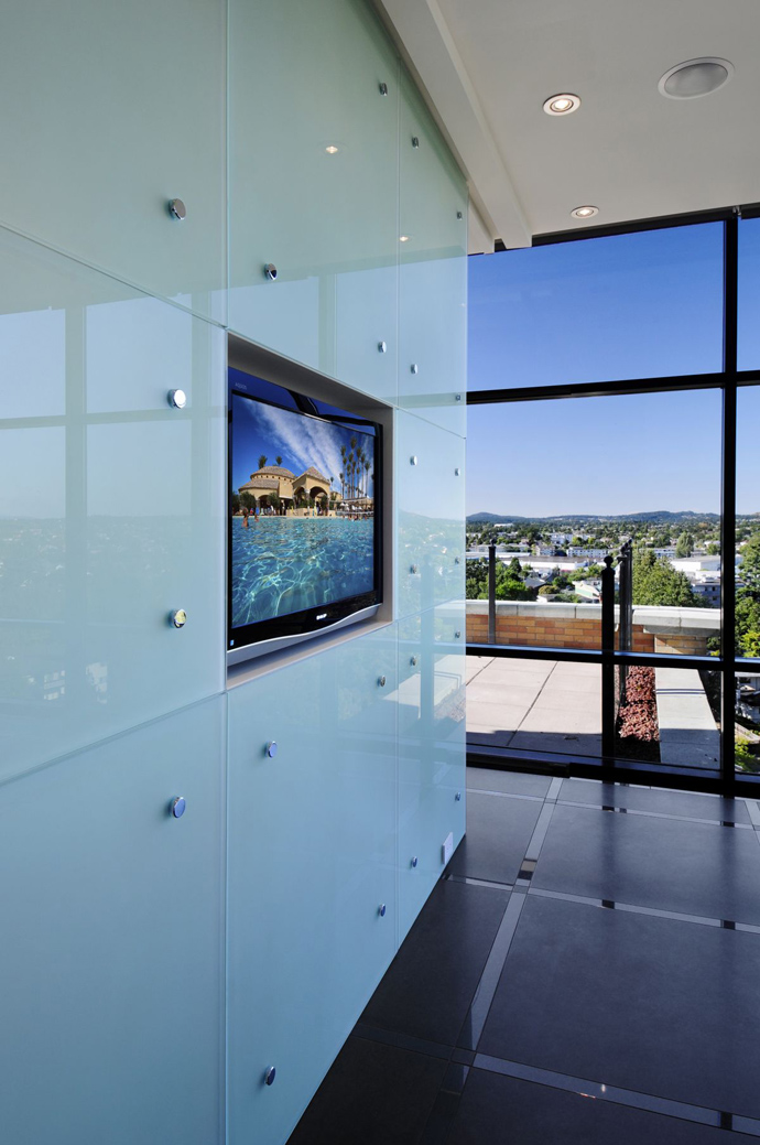 white Austonishing Penthouse Apartment with 360-degree Views Over Victoria, Canada modern mansion (23)
