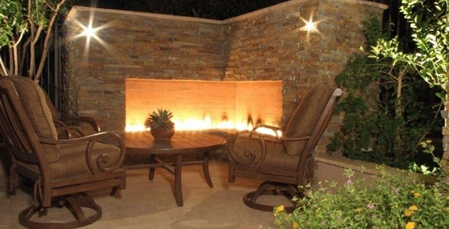 modern minimalist fireplace Backyard-Lanscaping-Ideas-Fireplaces-homesthetics