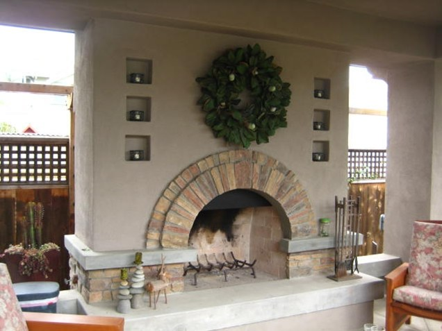 simple circular round fireplace Backyard-Lanscaping-Ideas-Fireplaces-homesthetics